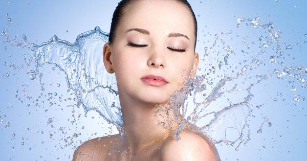 Die Top 10 Seren mit Hyaluronsäure – die beste Feuchtigkeitspflege für junge Haut