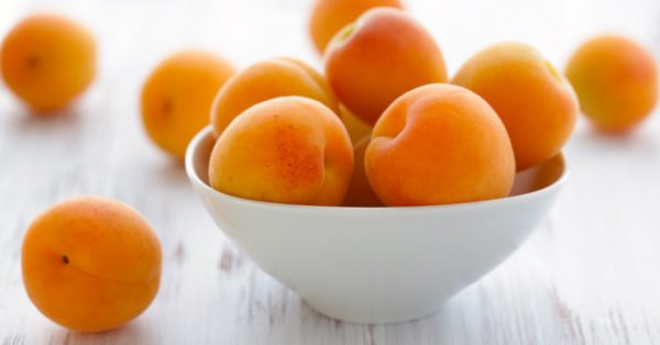 Das Aprikosenkernöl auf vier verschiedene Weisen